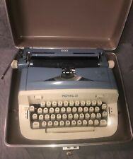 RARE VINTAGE ROYAL 890 PORTABLE TYPEWRITER w/ CASE -- BLUE CREAM