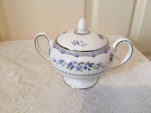 Wedgwood Gardenia Lidded Sugar Bowl Sugar Box Leigh Shape R4628 1981