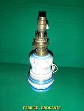 LAMPE A PETROLE EN PORCELAINE ELECTRIFIEE