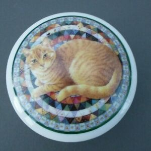 LESLEY ANNE IVORY - 1995   Cats range - Ceramic trinket/conserve pot