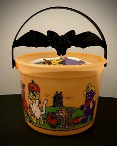 McDonalds 2001 Halloween Trick Or Treat Bucket Candy Pail w/ Bat On Handle