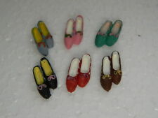 (A1.14) DOLLS HOUSE SET OF SIX PAIRS OF ASSORTED RESIN SHOES