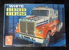 VINTAGE AMT White Road Boss Model Truck Kit 1/25 Scale T527