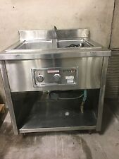 Wells Mod200Dm 2 Hole Food Warmer with stand on wheels in excellent shape 208 V.