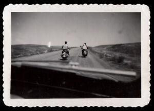 HARLEY DAVIDSON MOTORCYCLE COUPLE thru CAR WINDSHIELD ~ 1950s VINTAGE PHOTO