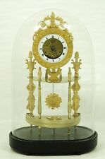 DIREKTORIE.EMPIRE.FEUERVERGOLDETE BRONZEUHR mit GLASDOM um 1800 .