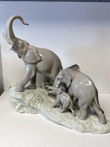 Lladro Elephants Walking Issue 2971