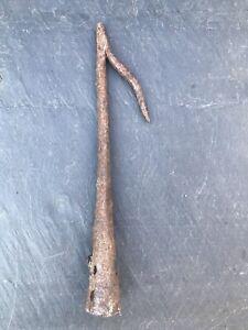Ancien crochet à foin en fer forgé / outils anciens / collection