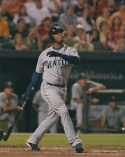 Ken Griffey Jr UNSIGNED 8x10 Photo Seattle Mariners