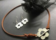 BROWN suede Choker Necklace With Tibetan DAISY FLOWER T Bar And FREE Earrings