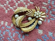 Vintage Exquisite Signed Statement Brooch Gold Tone Faux Pearls