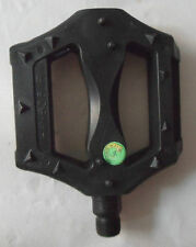 1 PAIR OF LARGE FLAT FACED PEDALS WITH REFLECTORS (BXD)