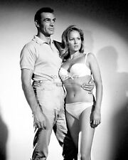 """SEAN CONNERY AND URSULA ANDRESS IN """"DR. NO"""" - 8X10 PUBLICITY PHOTO (DD321)"""