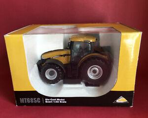 Universal Hobbies 1/32 CAT Challenger MT685C Tractor No2817 MIB