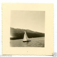 Bateau Voilier sur un lac - Photo ancienne an. 1950