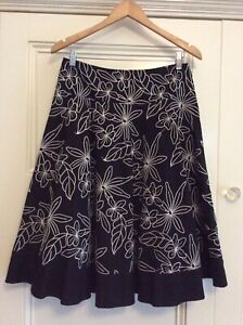 White House Black Market Embroidered Skirt US Size 6 (Size 12 Aus) Exc  Cond