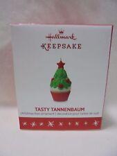 2016 Hallmark Miniature Ornament Tasty Tannenbaum Cupcake B28