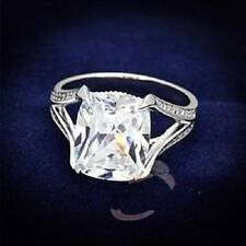 Modeschmuckstücke aus Sterlingsilber mit Diamant