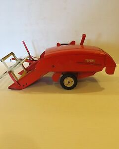 1954 Tru-Scale Pull Type Red Combine 1/16 TS034