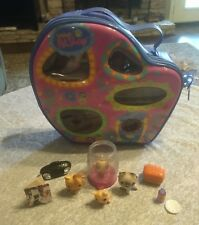Littlest Pet Shop Carry Case (kitten #114 fish #10 cat #5 cat #78 & accessories)