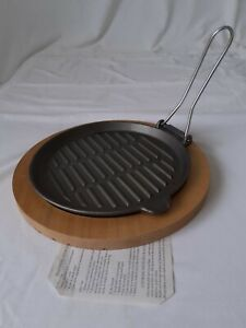 Cast Iron Steak Sizzler Sizzle Grill Serving Platter Plate on Wooden Base 23cm