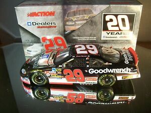 Kevin Harvick #29 GM Goodwrench Daytona Special Color Chrome 2005 Chevy Dealer