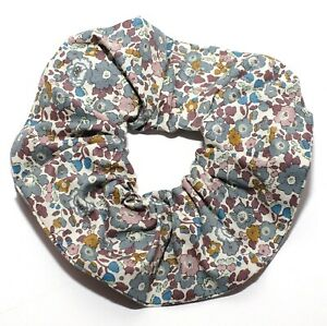 ONE HAND MADE HAIR SCRUNCHIE IN BETSY LIBERTY PRINT TANA LAWN COTTON FABRIC