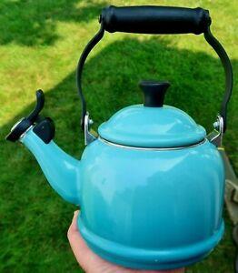LE CREUSET 1.25 Quart / 1.1L Whistling TEA KETTLE Teapot -  Turquoise Blue