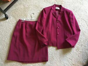 Kasper Women's RASPBERRY COLORED 2-Piece Suit, Lined, Size 4 petite VERY NICE!
