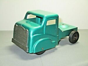 VINTAGE STRUCTO 1950s PRESSED STEEL TRUCK CAB WITH TIN GRILL