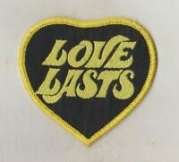 HUMOUR  WOVEN  SEW ON CLOTH PATCHES/BADGES   SO94   LOVE LASTS   SIZE 7cm x 7cm