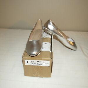 TG Kavn Slip On Flat Shoe Silver 8M NWB