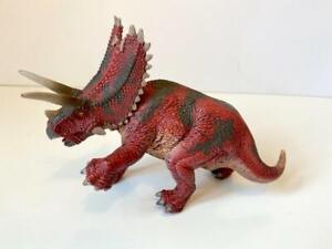 2013 Schleich triceratops dinosaur collectible realistic figure