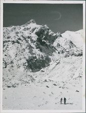 New Zealand, Skiing on the Ruapehu Mount (Ohacka)  Vintage silver print.  Tira