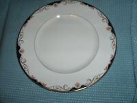 LENOX GEORGIAN SHELL SEVEN DINNER PLATES AVAILABLE  - MINT CONDITION