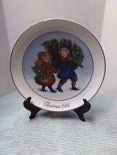 "Avon Christmas 1981 Memories Collector's Plate ""Sharing the Christmas Spirit"""