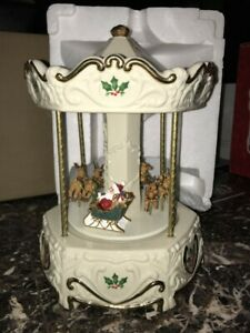 LENOX HERE COMES SANTA CLAUS WITH REINDEER HOLIDAY CHRISTMAS MUSICAL CAROUSEL