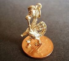 BEAUTIFUL 9CT GOLD ' NESSIE PLAYING BAGPIPES ' CHARM