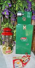 COLEMAN LANTERN 200 BRASS /RED OCTOBER 1960  CANADA NICE SHAPE !! IN METAL CASE