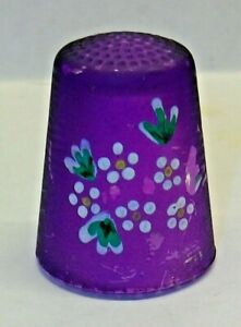 A RARE ULMANGLASS HANDMADE LILAC GLASS FLORAL THIMBLE MADE IN GERMANY