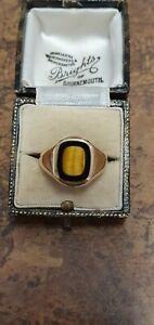 GOLD RING TIGERS EYE & ONYX IN HALLMARKED YELLOW GOLD...VERY UNUSUAL