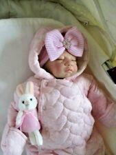 🌺 réaliste bébé reborn Maisie 🌺 beaux vêtements 🌺 blonde Micro enraciné cheveux 🌺