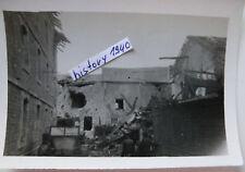 Foto mit Panzerjäger KFZ Krupp Protze in zerschossenem Ort in Russland. (L)
