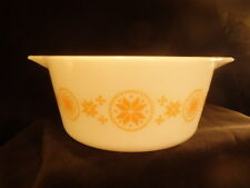 VTG Pyrex--TOWN & COUNTRY--26--Casserole Dish White w/Gold--NO LID