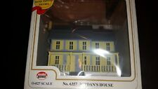 Model Power Jordan's House w/interior light, 2 Painted People O Scale # 6357-NIB