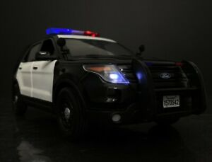"""2015 Ford Interceptor Utility Explorer CHP - LAPD 1/18 With """"Lights And Sounds """""""