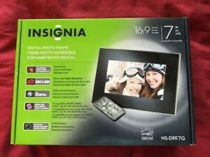 "Insignia NS-DPF7 7"" Digital Picture Frame"