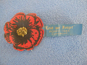 1944 Remembrance WW2 Lest we forget Dated Poppy Day Badge