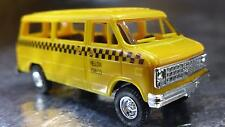 * Trident 90146 Yellow Cab Company Passenger Vehicle 1:87 Scale HO