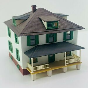 Bachmann O Scale Plasticville 2 Story House White & Green Assembled Diorama